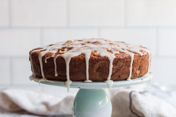 The best walnut apple spice cake
