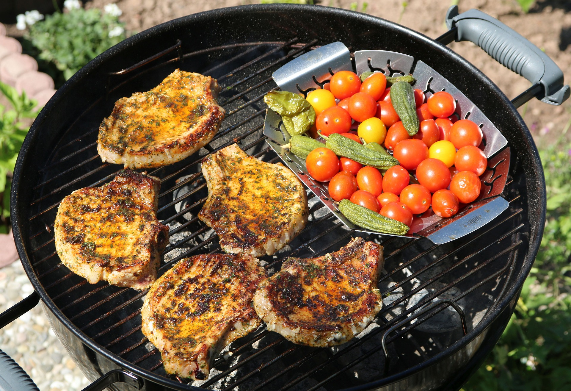 Grill pork chops skill